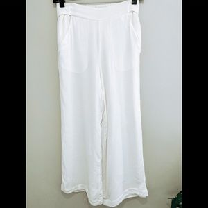 ARITZIA white wide leg cropped pants size small